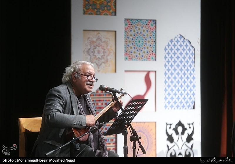 اجرای رسول نجفیان در شب شعر عاشقانه جشنواره موسم گل