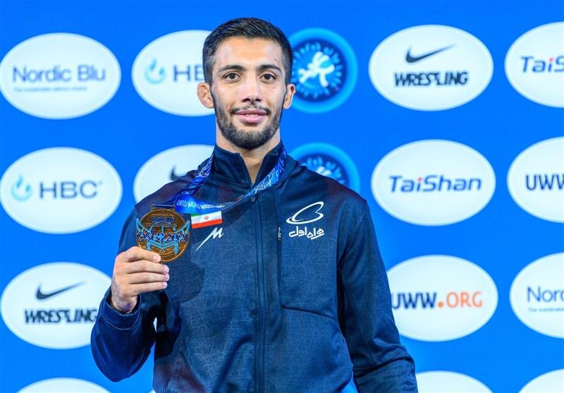 اهدای مدال طلای گرایی به شهید گمنام