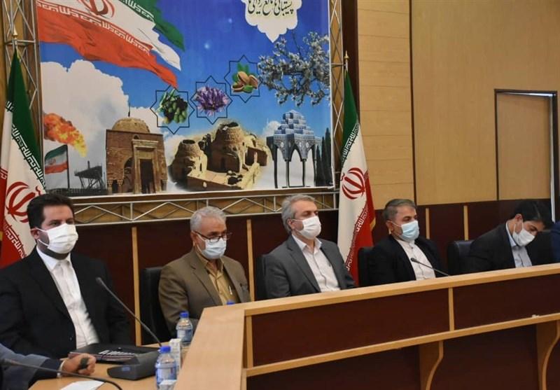 وزیر صنعت در سروستان: سهمیهبندی تامین مواد اولیه صنایع پتروشیمی و فولاد حذف میشود
