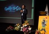 کمدین مشهور سینما از دریچه موبایل مستندساز ایرانی/ «دنیای چاپلین» رونمایی شد + گزارش تصویری