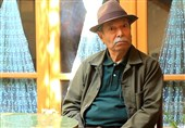 علی نصیریان ناگفتههایی از بازی در «ناخدا خورشید» را گفت/ «اقتباس در سینما» به روایت آقای بازیگر + فیلم