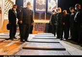 سرلشکر سلامی به مقام شامخ شهدای تشییع در کرمان ادای احترام کرد+ تصاویر