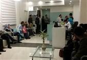 پدیده شایع ویزیت همزمان بیماران در کرمانشاه/ بیماران از وضعیت آزاردهنده در مطب پزشکان گلایه دارند