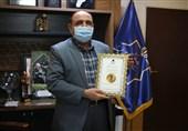 فرماندار تهران موفق به دریافت نشان سفیر و مروج مسئولیت اجتماعی شد