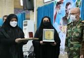نشان فداکاری به خانواده «شهید خالد حیدری» اعطا شد