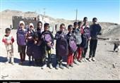 توزیع لوازم التحریر در روستاهای مرزی شهرستان نهبندان به روایت تصویر