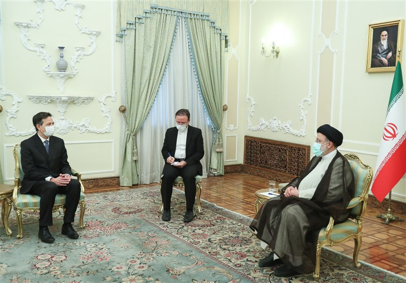 Iran's President Urges Switzerland to Remain Independent against US