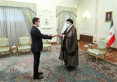 تقدیم استوارنامه سفیر جدید جمهوری آذربایجان در ایران به رئیسی