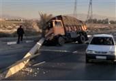 صنعتگران شیراز 3 ساعت معطل بازگشایی جاده ماندند
