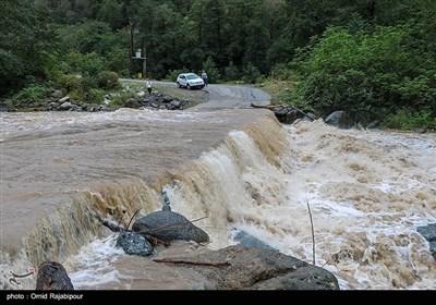 بارش های پاییزی و طغیان رودخانه در روستاهای رودسر گیلان