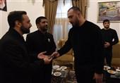 قهرمان سنگین وزن کشتی آزاد مدال طلای مسابقات جهانی را به آستان قدس اهدا کرد