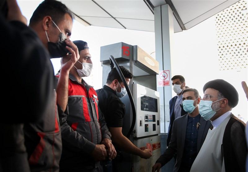 فیلم بازدید سرزده رئیسجمهور از وزارت نفت/ گفتگوی رئیسی با مردم در پمپ بنزین