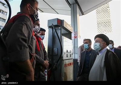حضور رئیس جمهور در جایگاه توزیع سوخت